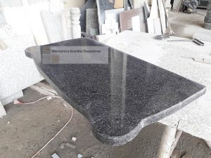 Mesas e bancos em Granito Preto